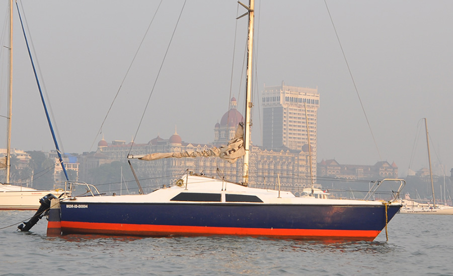 Maxi 7.7 Yacht Sailing in Mumbai (Gateway of India